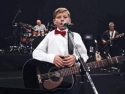 Listen Mason Ramsey best songs online for free.