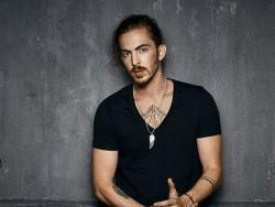Listen to a new Dennis Lloyd song Nevermind for free.