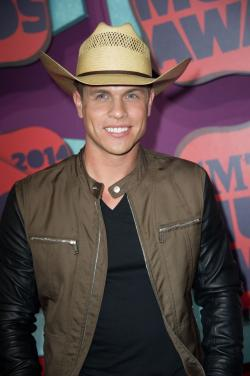 List of Dustin Lynch songs - listen online on your phone or tablet.